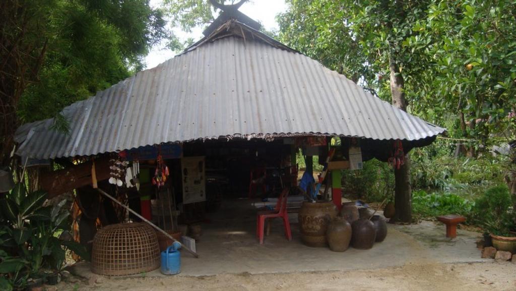 พิพิธภัณฑ์วิถีชีวิตไทยทรงดำบ้านหัวถนน อำเภอดอนตูม จังหวัดนครปฐม